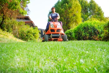 How to Adjust Mower Deck on Husqvarna Lawn Tractor