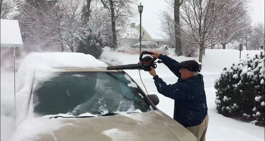 Remove snow with a leaf blower